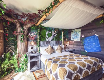 Themed Standard Rooms In Safari Azteca Chessington Hotels
